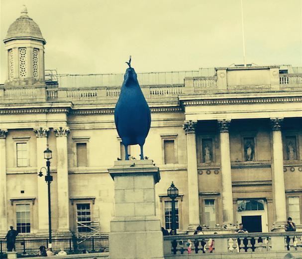 Ein Hahn als Denkmal? Gibt es vielleicht in Frankreich auch ein London und ich bin falsch?